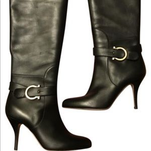 FERRAGAMO Caryn Boot - Black, Gold Gancini buckle